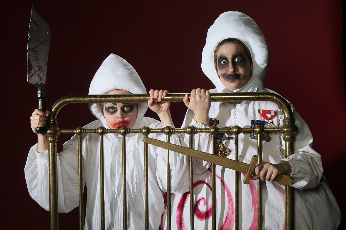 Ubu-Roi. Actors L-R: Sarah Harrison as Mere UBU, Naomi Vogt as Pere UBU Photo Credit: Tim Matheson